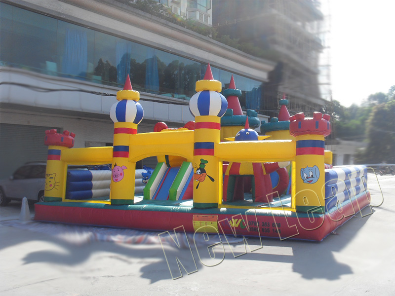 art-zoo kids inflatable park
