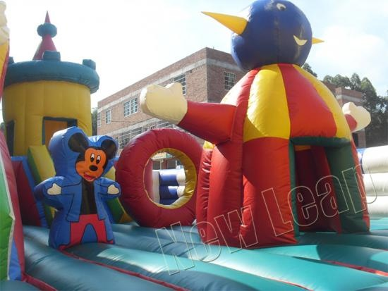 art-zoo inflatable park